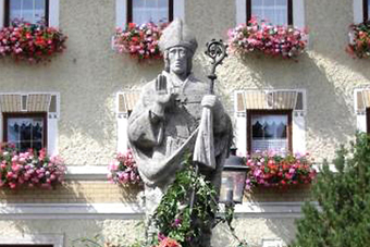 Dorfbrunnen in Fridolfing